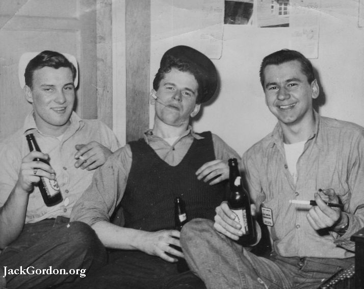 Jack Gordon,Pasco NAS, 1944, and some friends. Picture from JackGordon.org